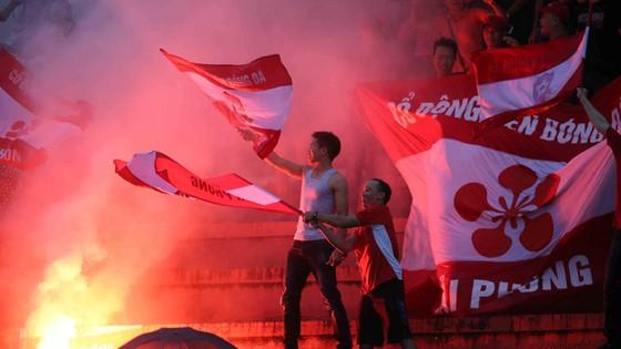 Phản ứng phi thể thao của khán giả ở một số sân vận động gây ảnh hưởng xấu đến hình ảnh của các giải bóng đá chuyên nghiệp Việt Nam.