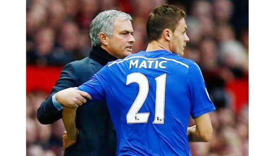 Jose Mourinho và Nemanja Matic khi còn ở Chelsea.