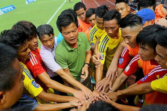 Thầy trò HLV Văn Sỹ đã thỏa mãn cơn khát của người hâm mộ sau 7 năm rời xa đấu trường V-League.