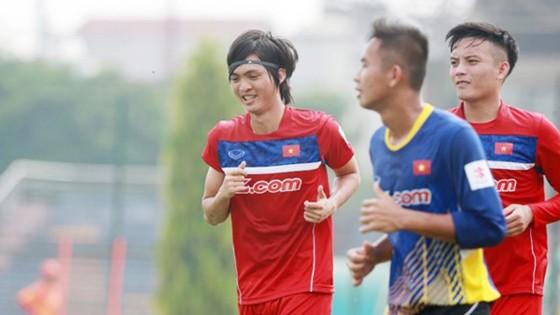 Tuấn Anh (trái) trong màu áo U22 Việt Nam. Ảnh: NGỌC HẢI