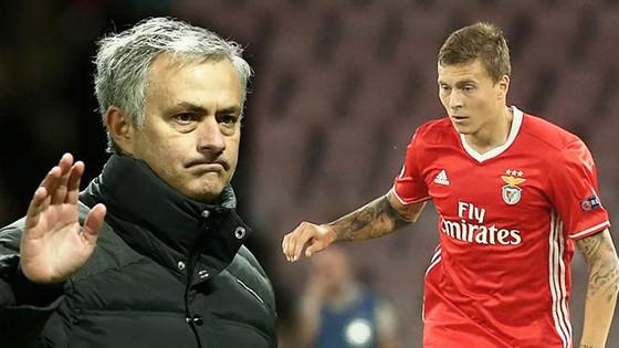 Ngoài HLV Mourinho, trung vệ Lindelof cũng có chuyến trở về nhiều cảm xúc với đội bóng mùa trước anh còn khoác áo