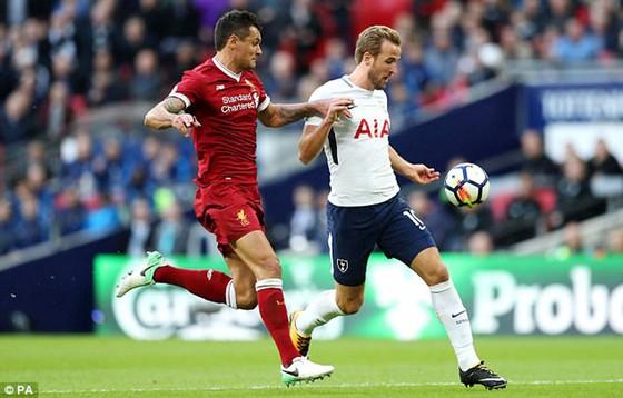 Tottenham (áo trắng) trong trận thắng Liverpool 4 - 1
