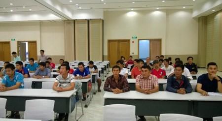 Đại diện các đội tại buổi họp trưởng đoàn