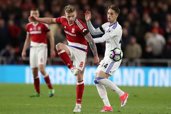 Middlesbrough (trái) đã có thắng lợi đầu tiên dưới triều đại HLV Agnew.