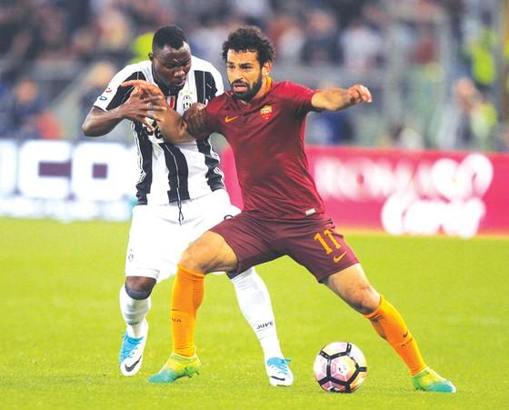 Mohamed Salah (phải) đang được chờ đợi là tân binh đáng chú ý đầu tiên của Liverpool mùa hè này.