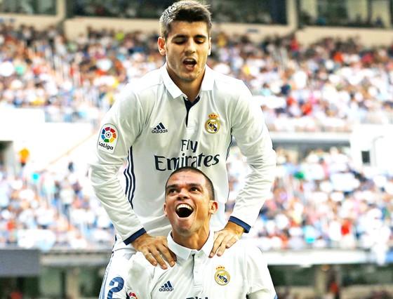 Real ruồng bỏ Pepe và bán niềm tự hào Morata.