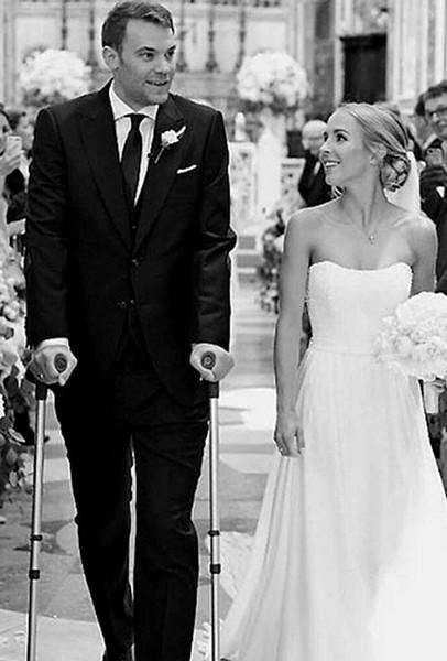 Bức ảnh hiếm hoi trong đám cưới của Neuer.