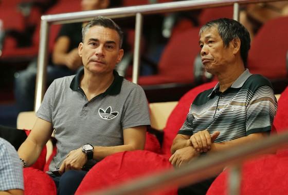 Ông Miguel (trái) sẽ đóng vai trò HLV trưởng CLB Thái Sơn Nam tại giải châu Á sắp tới.  Ảnh: Nhật Anh