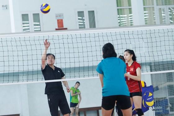 Chuyên gia Isirawa là canh bạc sai lầm của bóng chuyền Việt Nam.