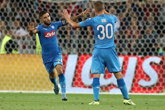 Các cầu thủ Napoli ăn mừng chiến thắng.