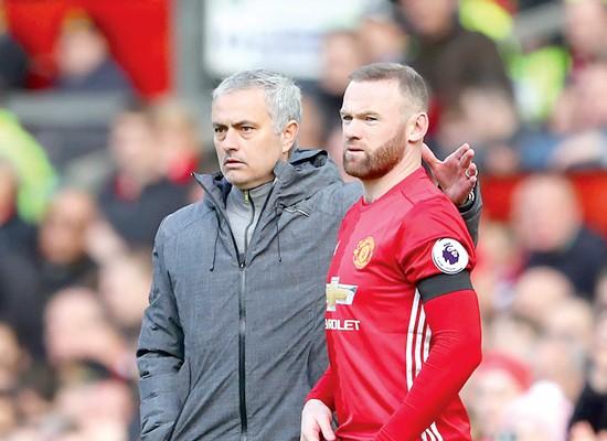 HLV Jose Mourinho giờ phải trở lại với Wayne Rooney và hy vọng tiền đạo này có thể san sẻ gánh nặng.