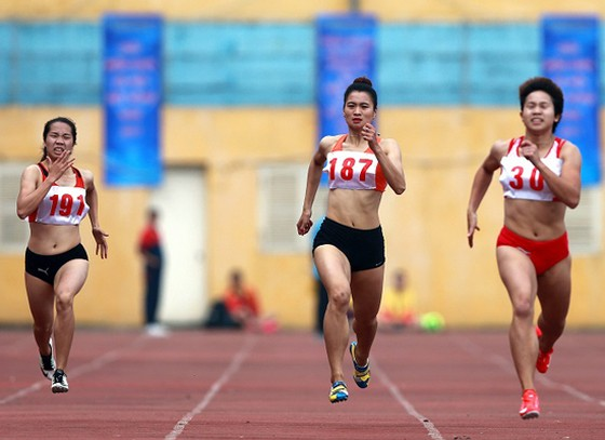 Nguyễn Thị Oanh (giữa) thi đấu không thành công tại giải. Tác giả: NGỌC HẢI