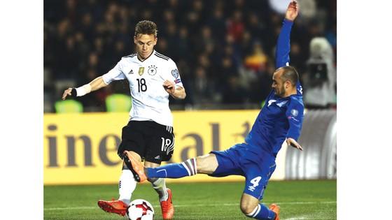 Đức (trái) từng gặp phải muôn vàn khó khăn khi đối đầu với Đan Mạch