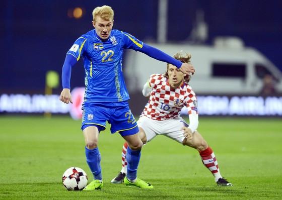 Ukraine (trái) đang có phong độ vượt trội so với đội khách Malta