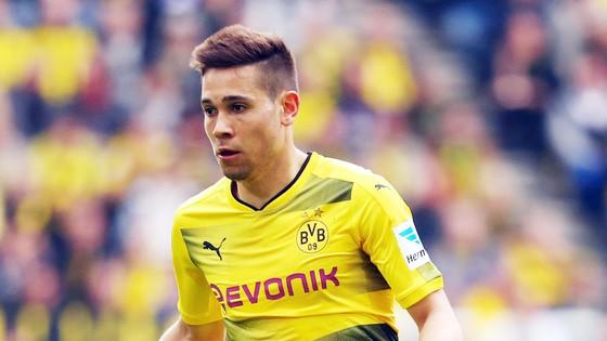 Hậu vệ trái Raphael Guerreiro của Dortmund, một trong những mục tiêu dự kiến của Paris SG