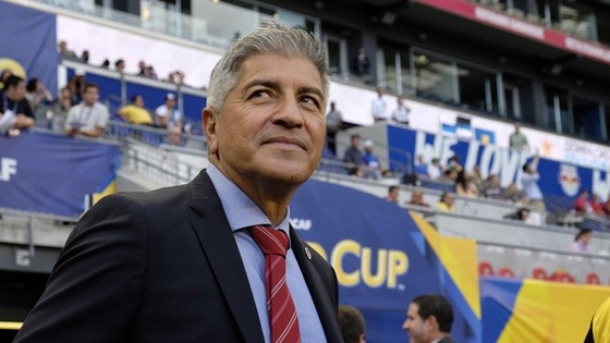 Không thắng Honduras, ông Zambrano vẫn đưa tuyển Canada vào tứ kết.