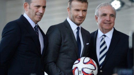 Beckham và những nhà điều hành giải nhà nghề Mỹ trong cuộc họp báo.