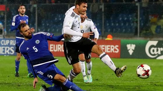 Đức (phải) không khó giành thắng lợi trước San Marino.