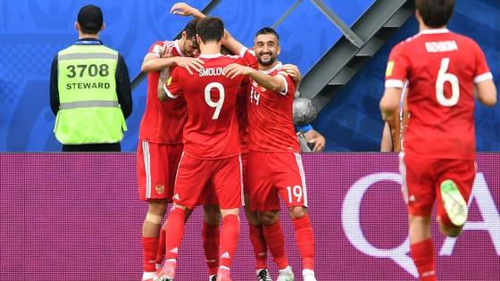 Các cầu thủ Nga hài lòng với những gì đã thể hiện trong ngày khai màn.
