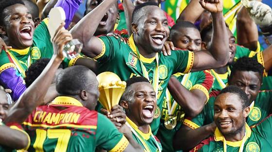 Cameroon đăng quang CAN 2017 bằng đội hình không có ngôi sao.