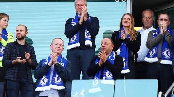 Ông chủ Roman Abramovich sẽ không để Antonio Conte thất vọng mà ra đi.