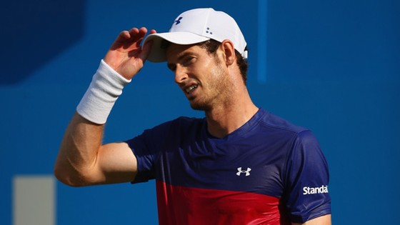 Andy Murray thể hiện sự bất lực trong trận đấu mở màn ở Queen's Club.