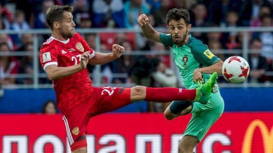Màn trình diễn tốt của Bernado Silva (phải) tại Confed Cup 2017 càng khiến người hâm mộ Man.City háo hức.