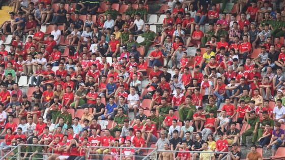"""Khán giả Hải Phòng """"nghiêm túc"""" trong trận đấu chiều qua tại sân nhà.          Ảnh: Minh Hoàng"""