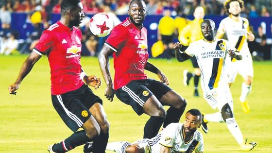 Lukaku có màn ra mắt được khen ngợi từ HLV Mourinho.