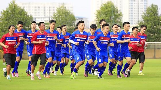 Các tuyển thủ nỗ lực tập luyện, chuẩn bị cho trận gặp Campuchia vào ngày 5-9          Ảnh: HOÀNG MINH