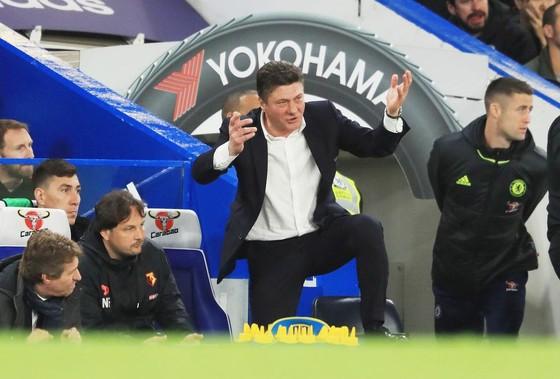 Ông Mazzarri (giữa) không thể cải thiện thành tích của Watford trước bão chấn thương.