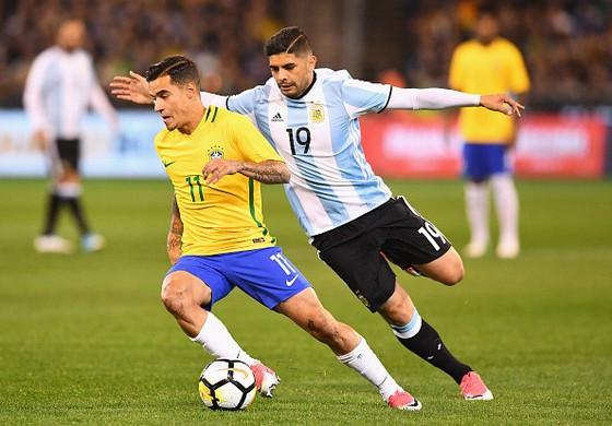 Brazil tích cực đá giao hữu kiếm tiền.