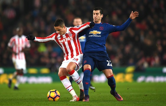Man.United (phải) tự tin thay đổi kết quả buồn tại Stoke City.