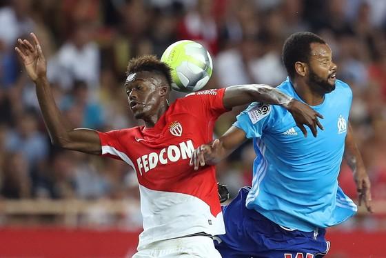Tân binh Adama Diakhaby (trái) đã ghi được một bàn và thực hiện 2 pha kiến tạo khi chơi ở vị trí của Kylian Mbappe