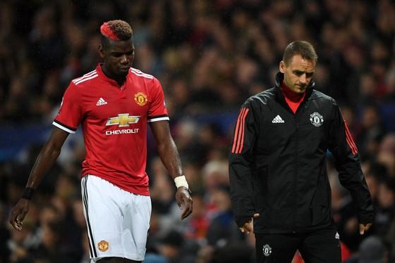 Paul Pogba thất vọng rời sân. Ảnh: Getty Images