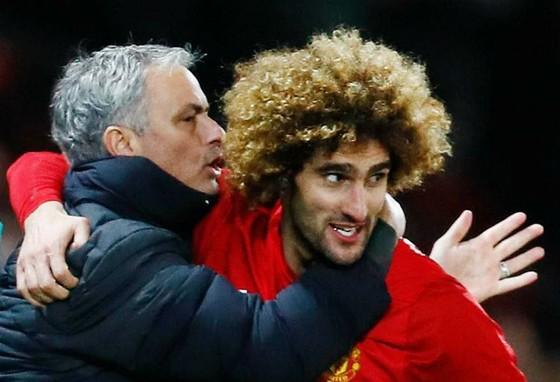 """Marouane Fellaini (phải) mới đây cũng nguyện """"sống chết"""" vì Jose Mourinho. Ảnh: Reuters"""