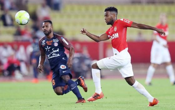 AS Monaco (phải) khó có thể nghĩ đến chuyện giành trọn 3 điểm trên sân của Lyon. Ảnh: Getty Images