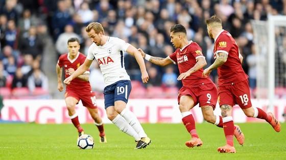 Kane (trắng) đã có ngày thi đấu xuất sắc. Ảnh: Getty Images