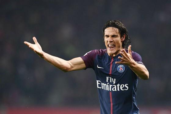 Niềm vui của Edinson Cavani sau khi ghi bàn thắng thứ 2.500 cho Paris SG ở Ligue 1. Ảnh: Getty Images