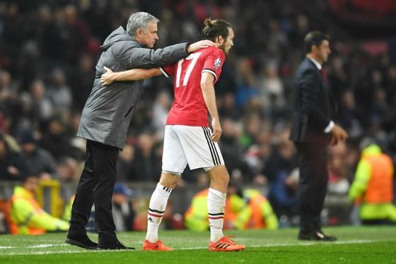 Jose Mourinho tin rằng quyết định trao quả phạt đền cho Daley Blind là đúng. Ảnh: Getty Images