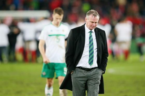 HLV HLV Michael O'Neill thất vọng khi Bắc Ailen bị loại. Ảnh: Getty Images