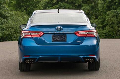 Toyota Camry 2018 có giá từ 23.45 USD tại Mỹ - ảnh 1
