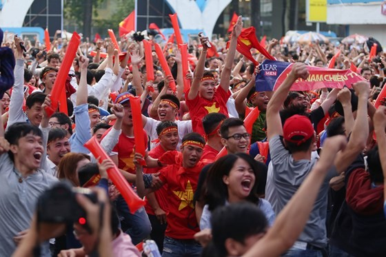 Cả nước vỡ òa trước kỳ tích của U23 Việt Nam ảnh 1