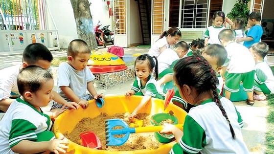 Học sinh Trường Mầm non Tuổi Thơ, phường Tây Thạnh, quận Tân Phú, TPHCM trong giờ vui chơi