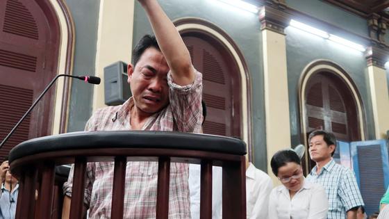 Xét xử phúc thẩm vụ VN Pharma: Bị cáo Nguyễn Minh Hùng bật khóc khi nói lời cuối cùng ảnh 2