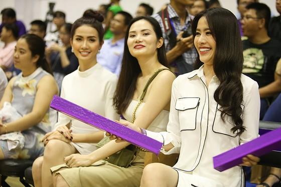 Các người đẹp Nam Em, Diệu Linh hào hứng với giải bóng rổ nhà nghề VBA ảnh 5