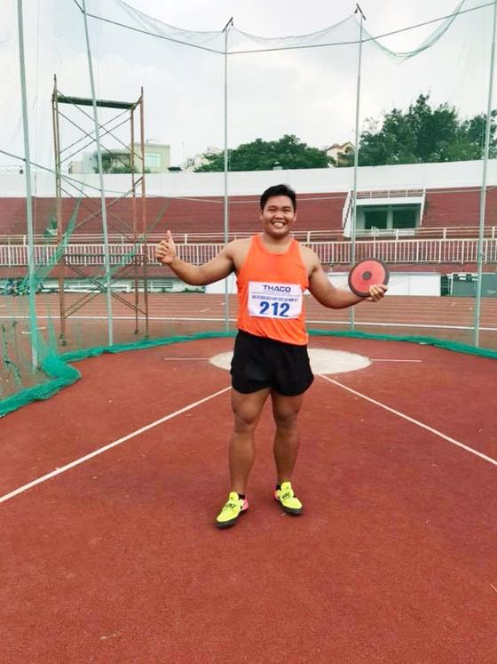 Giải điền kinh VĐQG 2017: Lê Tú Chinh giúp TPHCM phá kỷ lục quốc gia 4x200m nữ ảnh 1