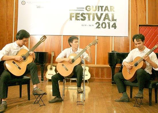 Kết quả hình ảnh cho biểu diễn guitar cổ điển