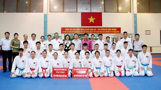 Võ sĩ karatedo Việt Nam luyện tập quên ngày nghỉ ảnh 1