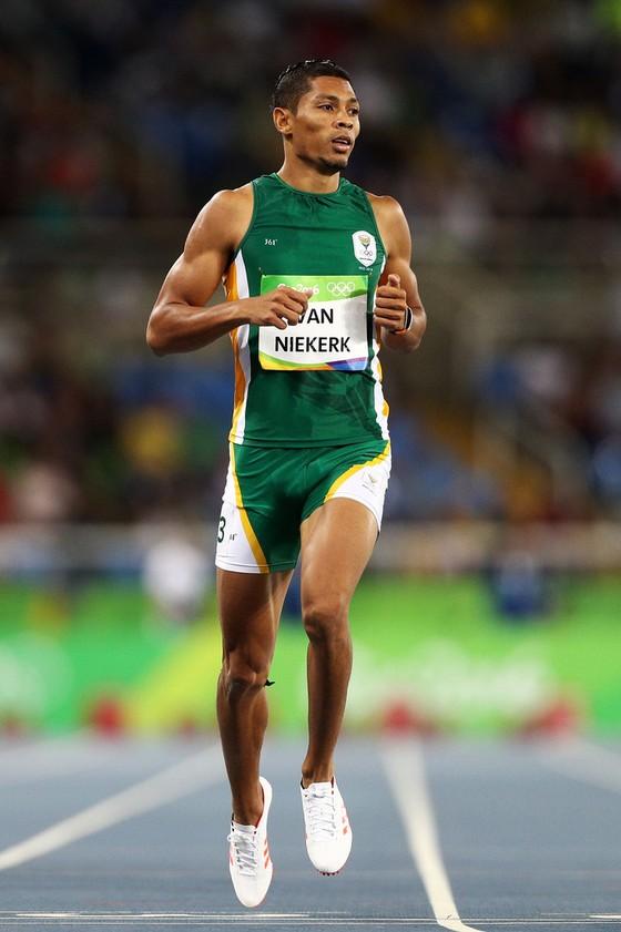 Wayde van Niekerk - Chạy nhanh để thành sao ảnh 1